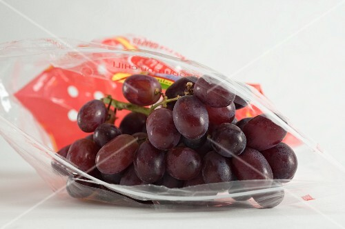 Red grapes in a Ziploc bag