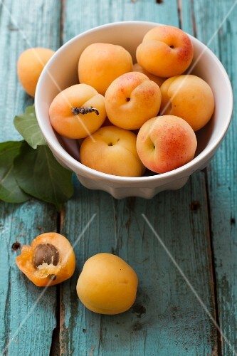 Apricots in a bowl and next to it