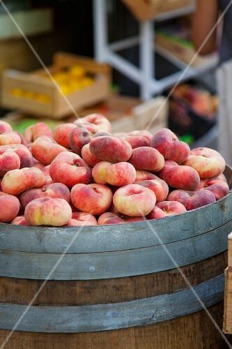 Vineyard peaches on a barrel