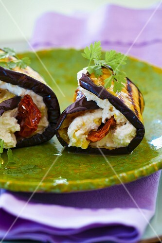 Aubergine rolls with goat's cream cheese, dried tomatoes and olive oil