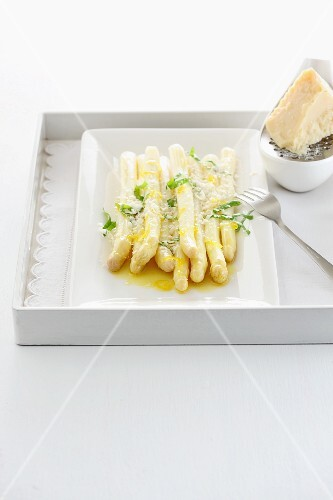 Asparagus with a lemon and honey sauce and Parmesan cheese