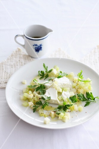 Goat's cheese with a kohlrabi and apple salad