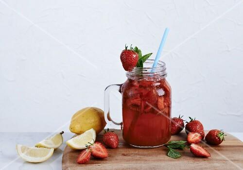 Vodka lemonade with strawberries