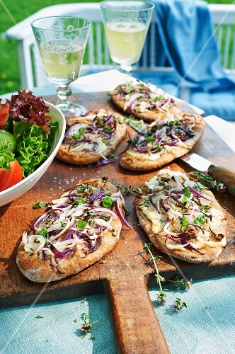 Unleavened rye bread with onions