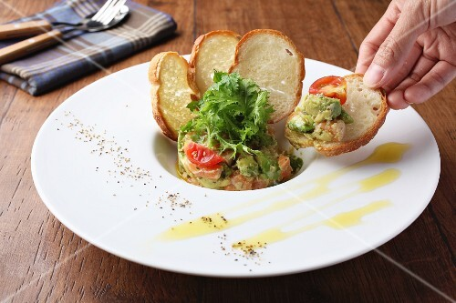 Salmon tatar with avocado served with white bread