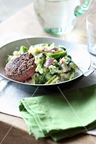 Mashed potatoes with purslane and grilled meat