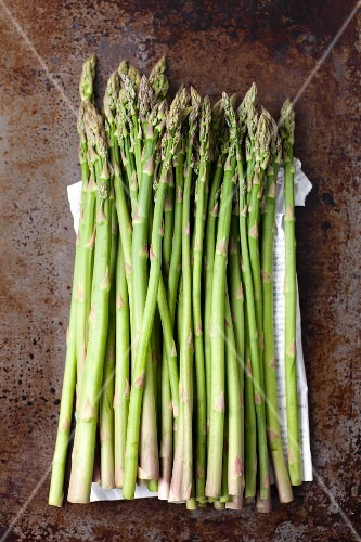 Thin green asparagus spears