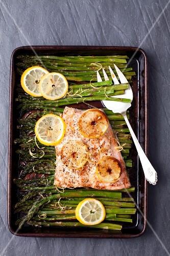Baked salmon glazed in soya sauce with asparagus and lemon