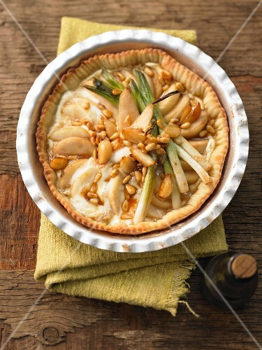Spicy pear tart with candied garlic