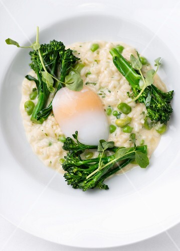 Risotto with broccoli and poached egg