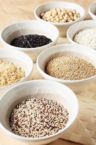 Various types of grains, rice and legumes in bowls