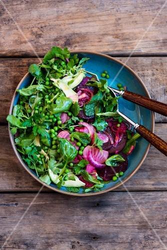 Beetroot salad with peas