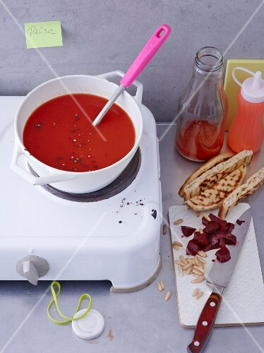 Beetroot soup with tomatoes served naan bread