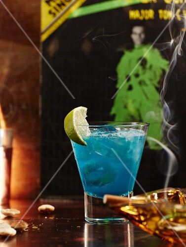 1980s style cocktails: a cocktail made with Blue Curaçao