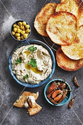 Baba ghanoush (aubergine purée), olives and pita bread