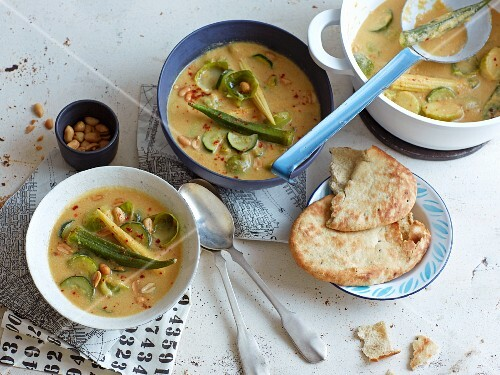 Vegetable curry with peanut sauce and unleavened bread