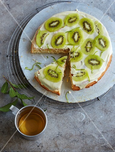 Green tea cake with kiwi