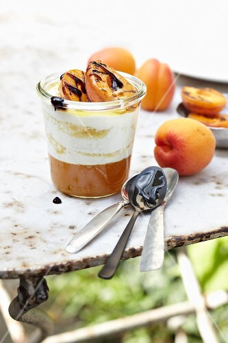 Layered cream with grilled apricots