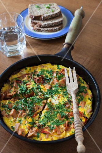 Omelette with ham, vegetables and tomatoes