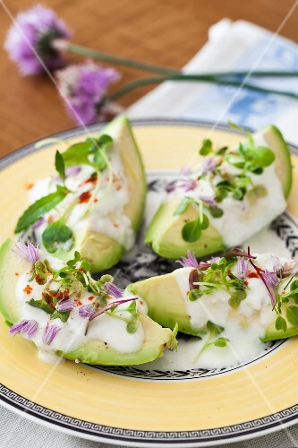 Avocado with yoghurt, garlic, bean sprouts and chive flowers