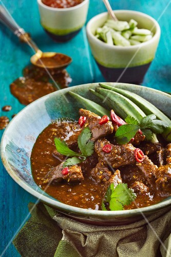 Beef curry with okra (India)