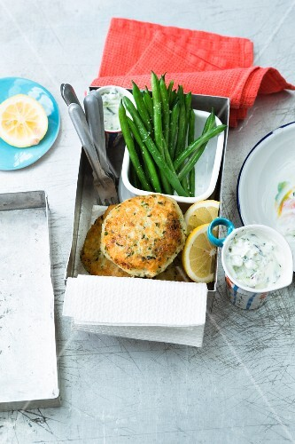 Fish cakes with horseradish, beans and a yoghurt dip