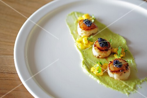 Fred scallops with caviar