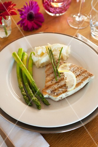 Tuna fish steak with green asparagus and mashed potatoes