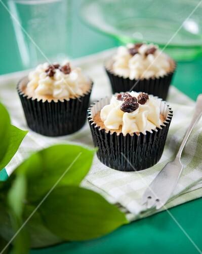 Rum and raisin cupcakes