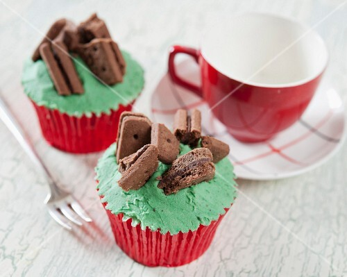Chocolate cupcakes with mint cream and chocolate biscuits