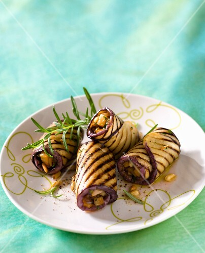 Grilled aubergine rose filled with dried fruits (Sicily)