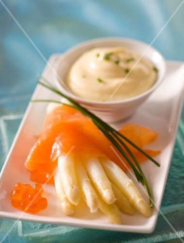 Asparagus with smoked salmon and Mousseline sauce