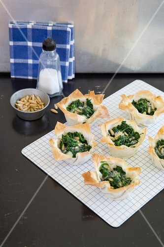 Yofka tartlets with spinach and pine nuts