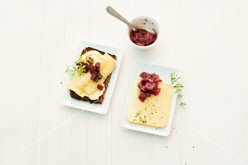 Raclette with black bread