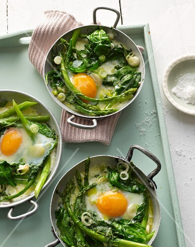 Baked green vegetables with asparagus and egg