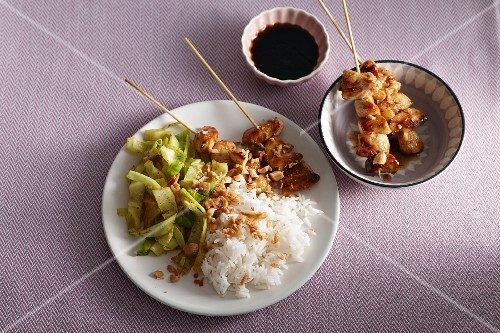 Satay skewers with pointed cabbage and rice