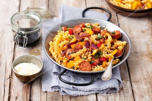 Fusilli salad with chorizo, pepper and onions