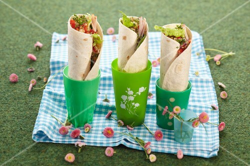 Cheese wraps with apple