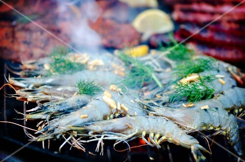 King prawns with fennel and lemons on a barbecue
