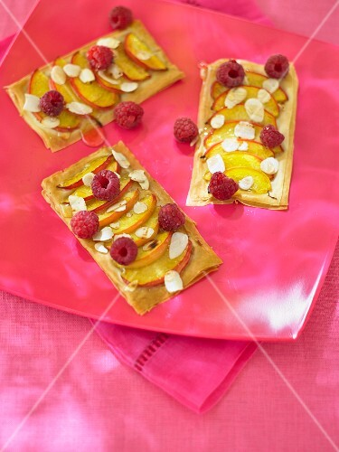 Puff pastries with peaches and raspberries
