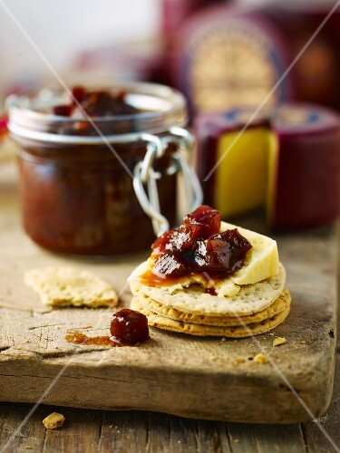 Crackers with Godminster cheese and beetroot chutney (England)