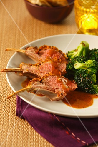 Lamb chops with a spicy crust and broccoli