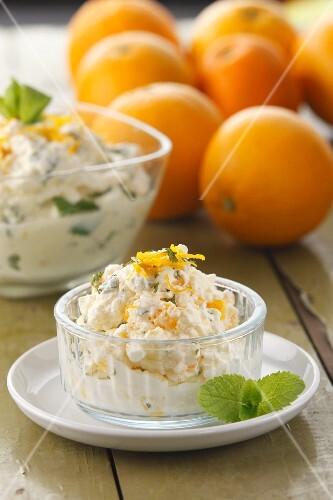Orange and mint syllabub (Traditionelles Dessert, England)