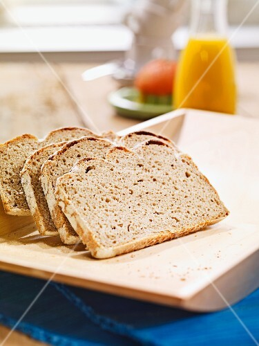 Sliced rye bread on a flat wooden tray