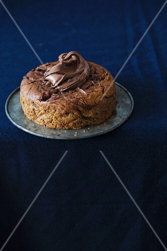 Chocolate cake with bananas and chocolate spread