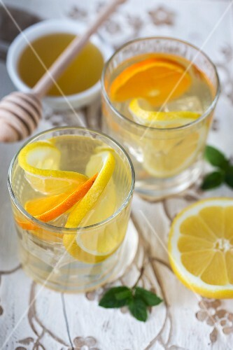 Water flavoured with citrus fruit slices and honey