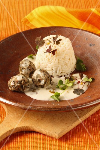 Herb meatballs with rice and a creamy sauce