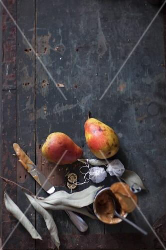 Dessert ingredients: pears, rooibos tea and caramel cream