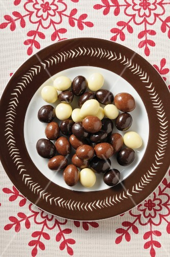 Chocolate-coated nuts