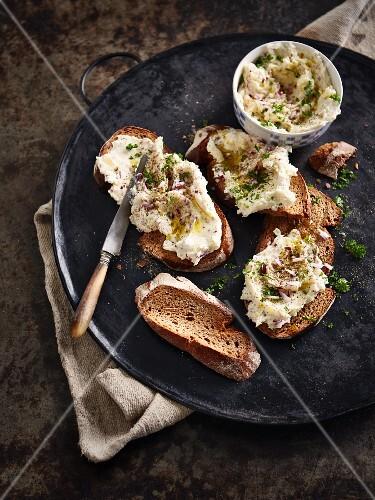 Erdäpfelkäs (potato salad spread) with bread